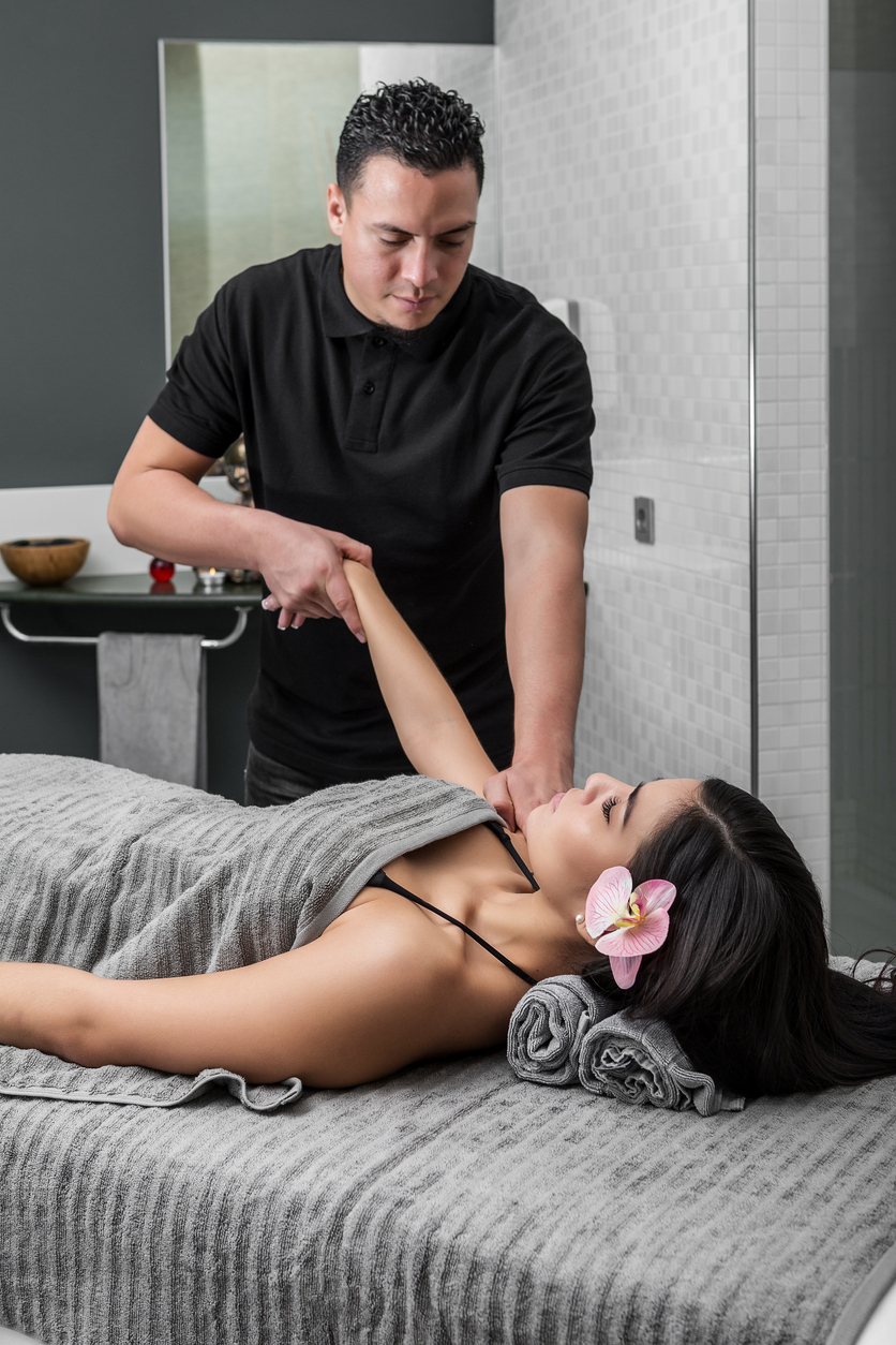 massage therapist with client